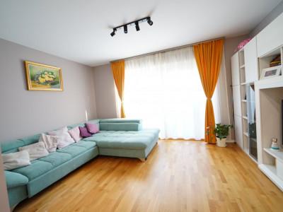 Vanzare apartament 3 camere +50 mp gradina in Vila in Europa